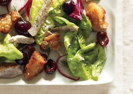 salada de frango, alface e cerejas
